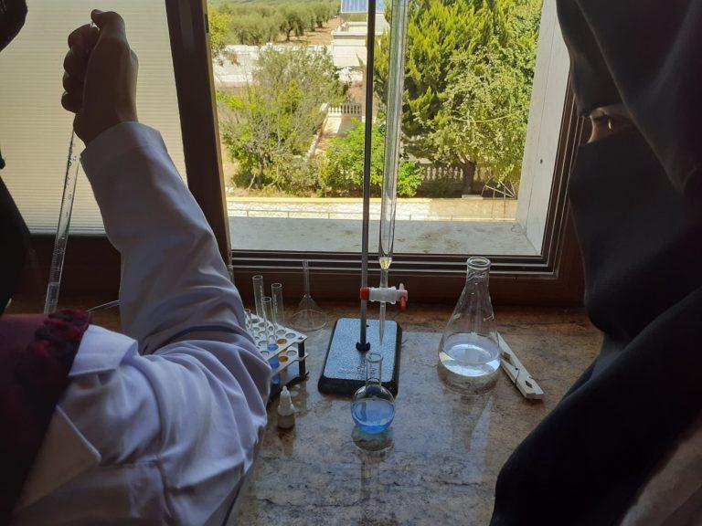 جلسات عملية لطالبات الفروع الطبية